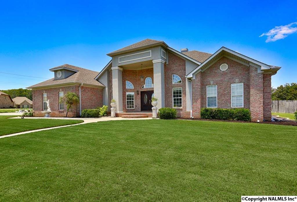3015 lenox dr sw decatur al mls 1073009 better for Home builders decatur al