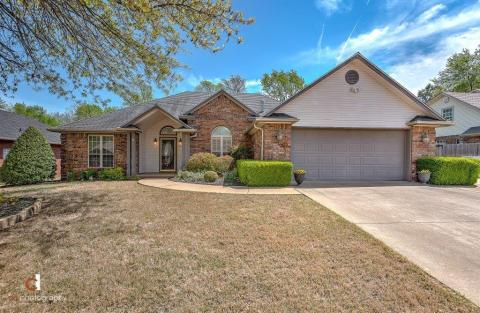 Whispering Timbers Homes For Sale Real Estate Rogers Ziprealty