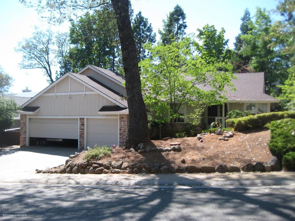 111 Woodcrest Way Grass Valley Ca Mls 20172197 Better Homes And Gardens Real Estate