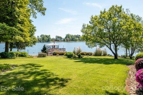 4308 Lake Shore Road N