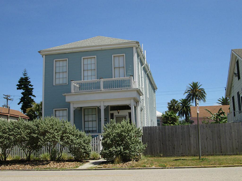 1121 market st galveston tx mls 20206841 ziprealty for Galveston home builders