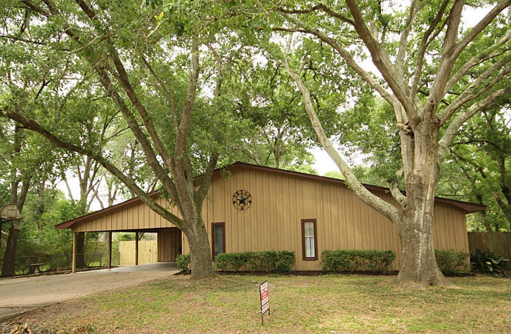 1417 tauber ln sealy tx mls 76622476 better homes
