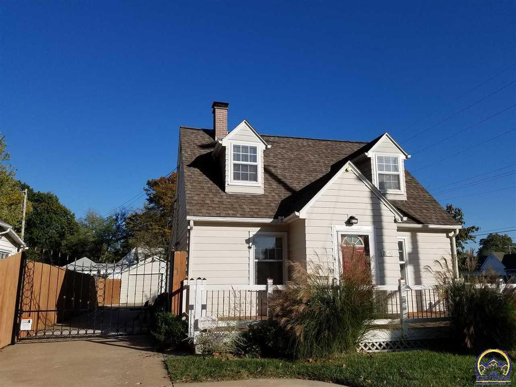 2040 sw randolph ave topeka ks mls 198036 better for Topeka home builders