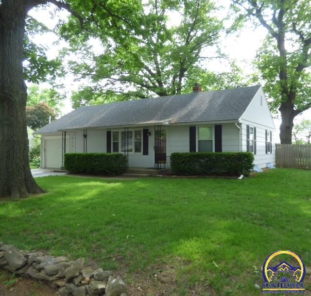 2231 nw taylor st topeka ks mls 199137 better homes for Home builders topeka ks