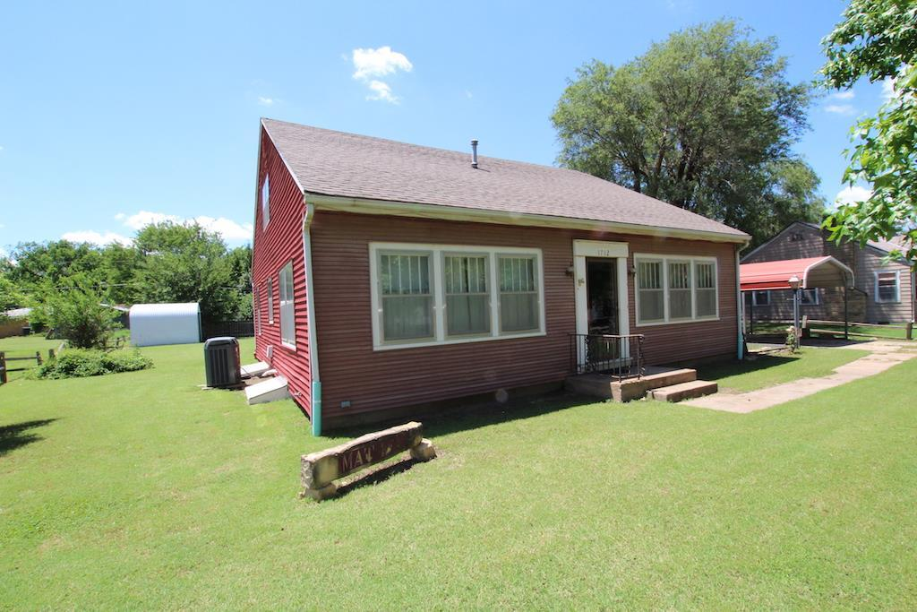 1712 oak st harper ks mls 537033 better homes and