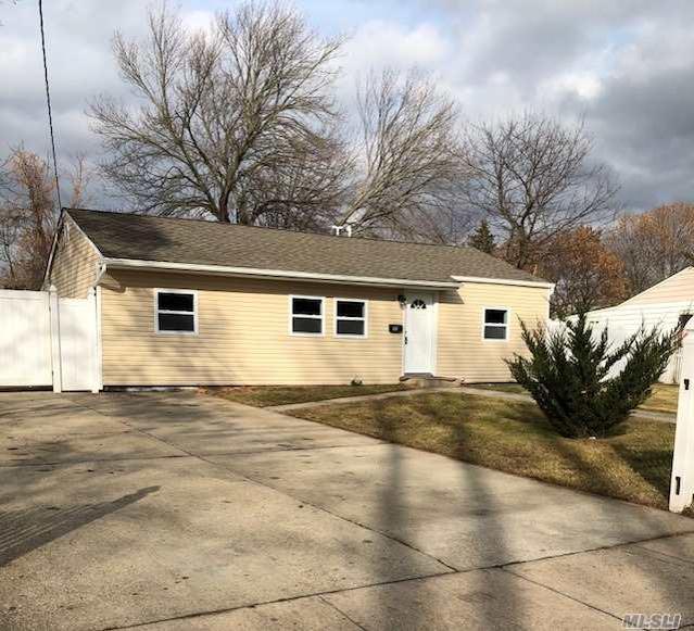 55 Bradley St, Brentwood, NY — MLS# 2991571 — Better Homes ...