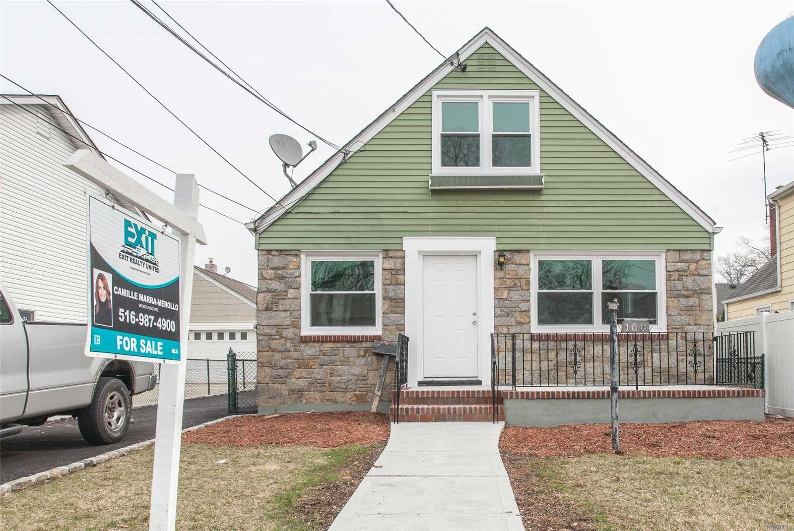 166 Caroline Ave Garden City S Ny Mls 2995644 Century 21 Real Estate