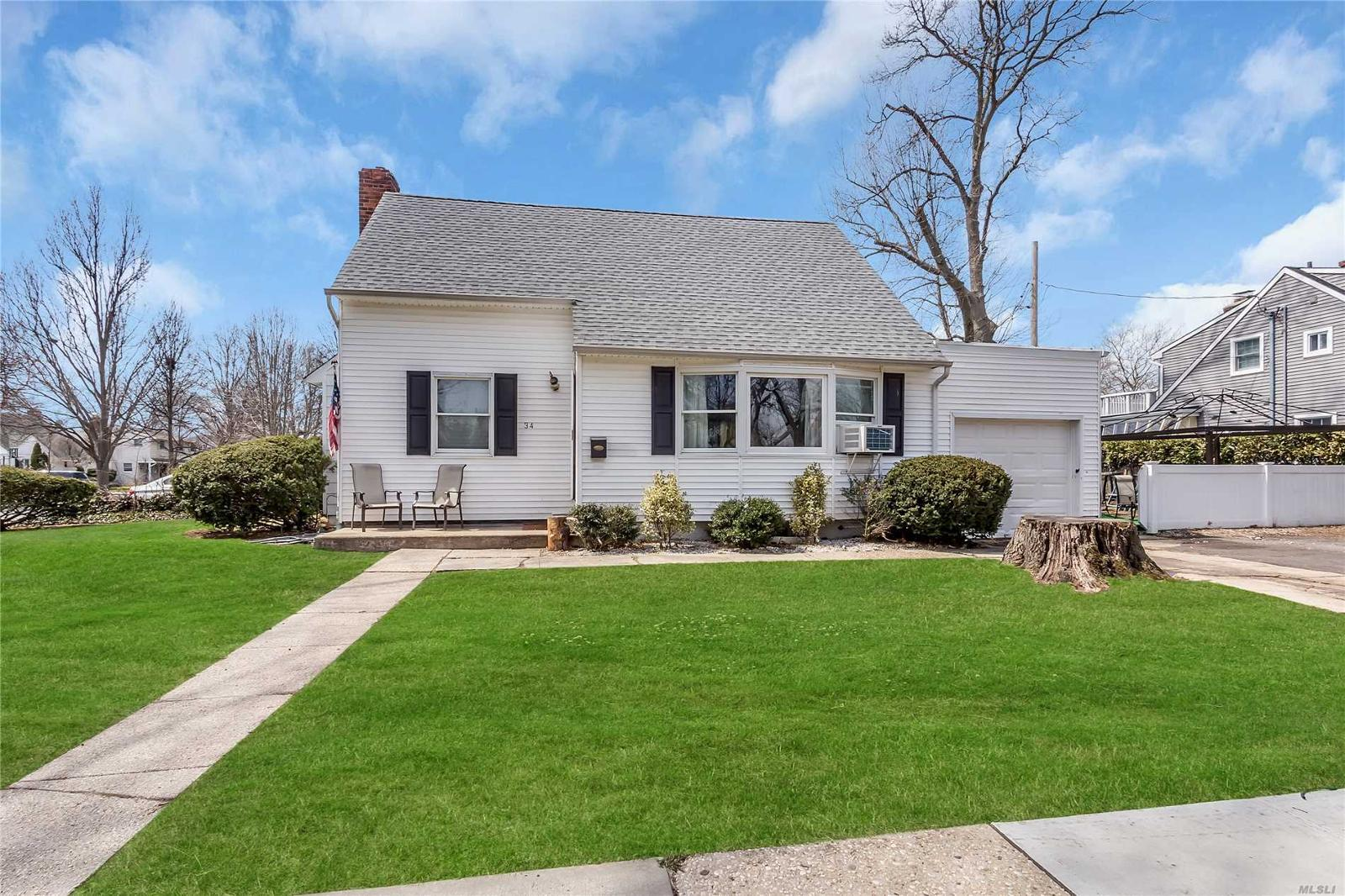 34 Grove St, Garden City, NY — MLS# 3020685 — Better Homes and ...