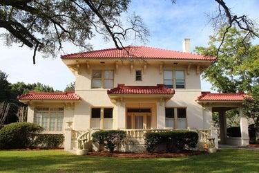 SFR located at 318 Savannah Avenue