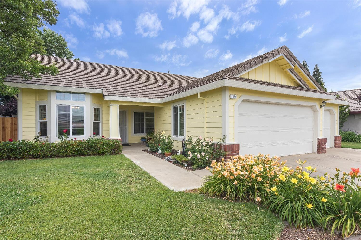 1435 Calle Las Casas Roseville Ca Mls 17036846 Better Homes And Gardens Real Estate