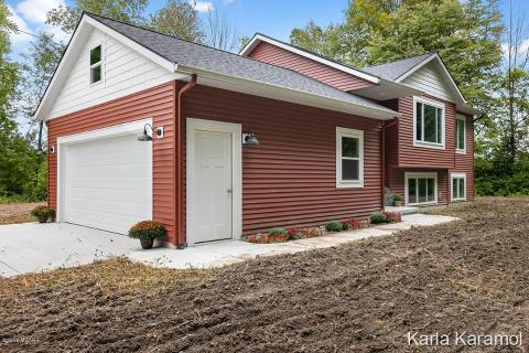 Enjoyable Local Real Estate Homes For Sale Sand Lake Mi Coldwell Download Free Architecture Designs Ferenbritishbridgeorg