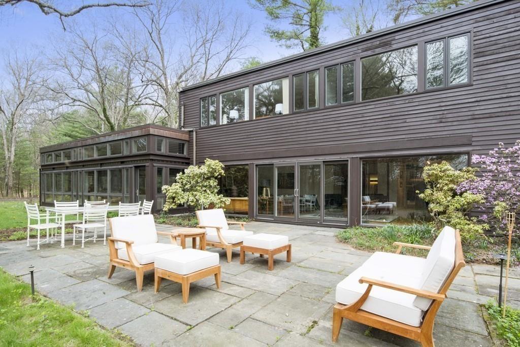 10 twin pond ln lincoln ma mls 72159450 century 21 real estate. Black Bedroom Furniture Sets. Home Design Ideas