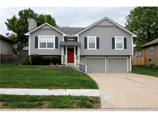 509 ne wood ct blue springs mo mls 2044363 better homes and gardens real estate for Village gardens blue springs mo