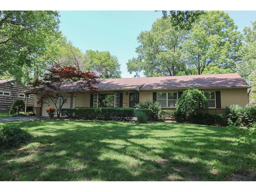 6910 W 69th Ter Overland Park Ks Mls 2049511 Better Homes And Gardens Real Estate