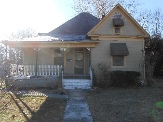 2036 W Olive St Springfield Mo Mls 60097865 Better Homes And Gardens Real Estate