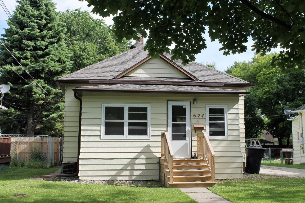 624 9th Ave S Grand Forks Nd Mls 17 1380 Coldwell