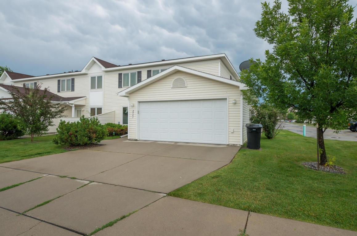 2543 s 40th st grand forks nd mls 17 1514 coldwell for Home builders grand forks nd