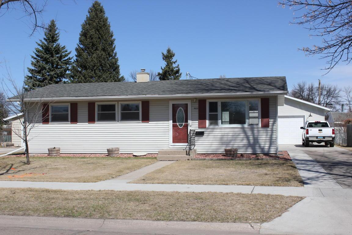 1022 Campbell Dr Grand Forks Nd Mls 17 677 Coldwell