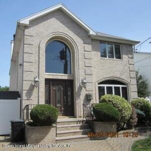SFR located at 403 Edgegrove Avenue