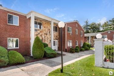 MFR located at 1286 Rockland Avenue #2e
