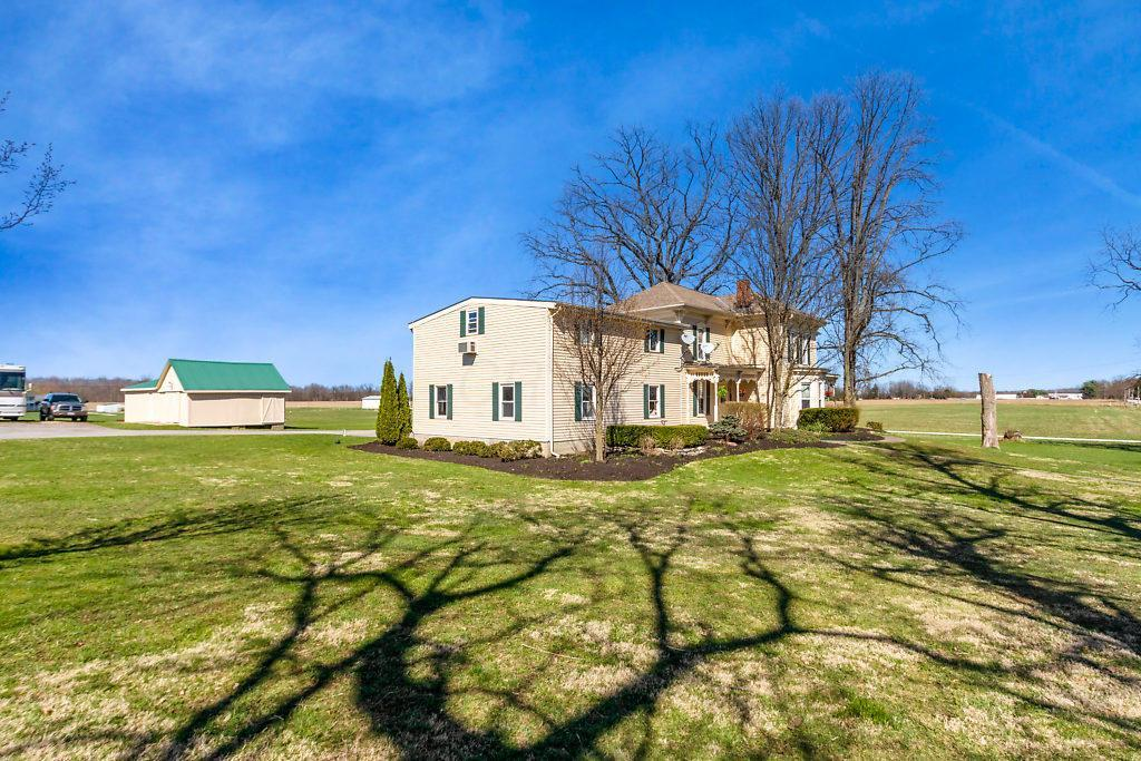 Terrific 10024 Hollow Road Sw Pataskala Oh 43062 Mls 219011590 Home Interior And Landscaping Pimpapssignezvosmurscom