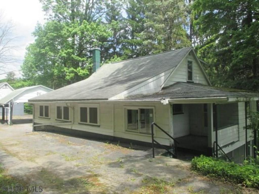 1162 grazierville rd tyrone pa mls 48057 better homes and gardens real estate