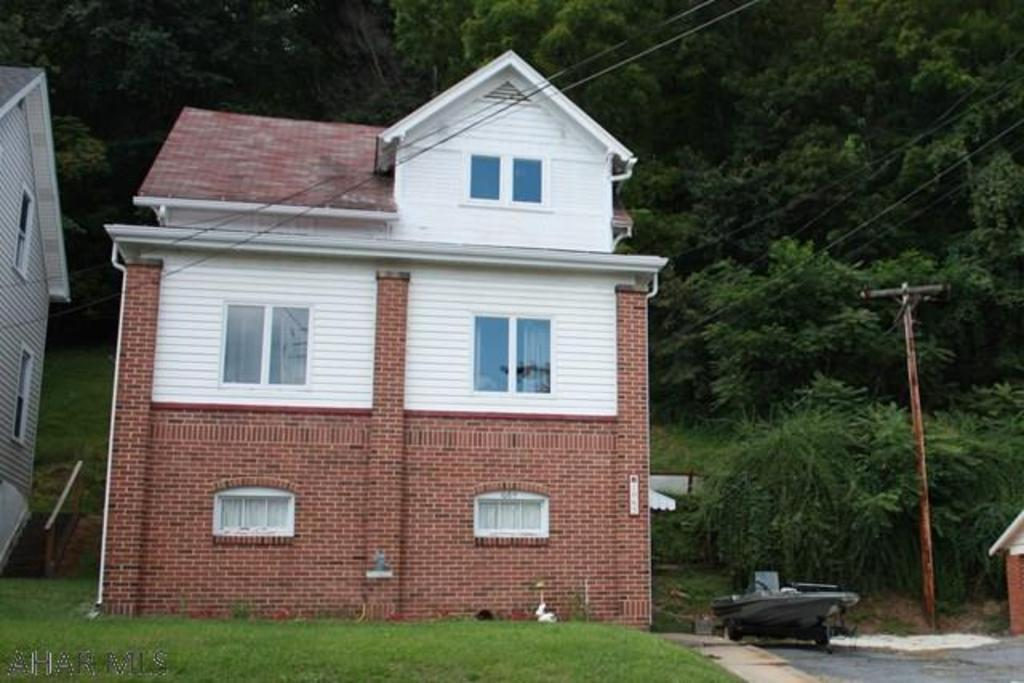 1065 jefferson ave tyrone pa mls 49428 better homes and gardens real estate