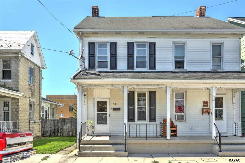 39 1 2 w middle st hanover pa mls 21708810 ziprealty