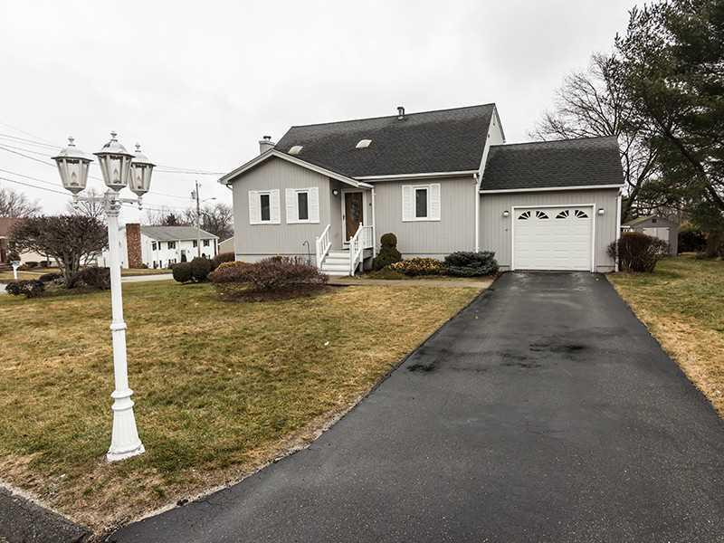 8 pine crest dr johnston ri mls 1144976 ziprealty for 8 kitchener rd johnston ri