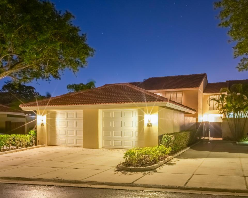 219 Old Meadow Way Palm Beach Gardens Fl Mls Rx 10333611 Better Homes And Gardens Real