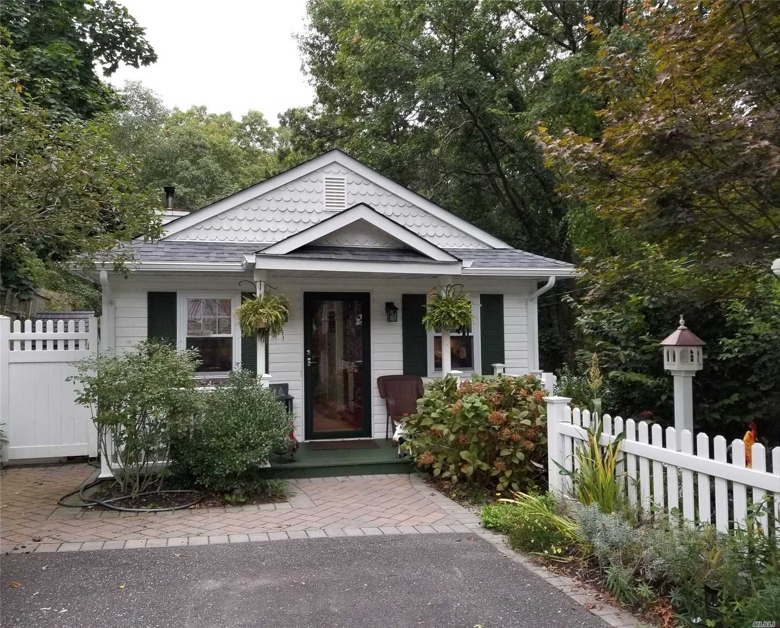 Local Mastic Ny Real Estate Listings And Homes For Sale Bhgre