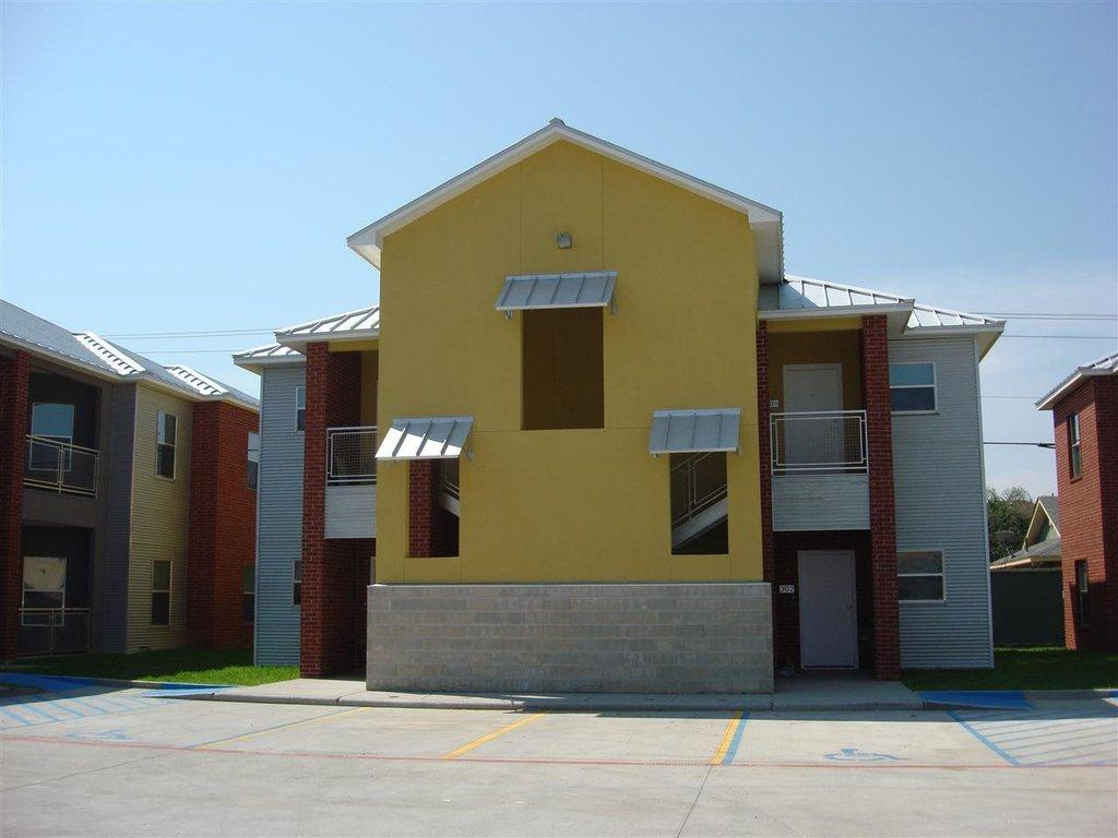 501 shiloh dr 102 laredo tx mls 20171512 coldwell for Home builders in laredo tx