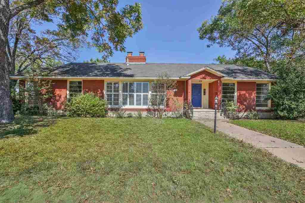 219 n 30th st waco tx mls 166113 era for Home builders waco tx