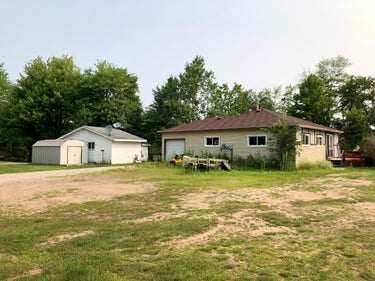 SFR located at N8854/56 Clover Ln
