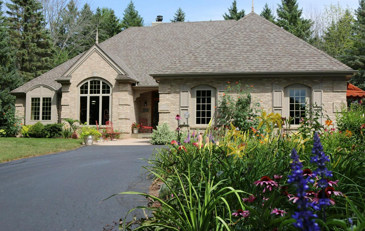 cedarburg singles Cedarburg real estate agents these real estate agents can help you through your real estate process in cedarburg and provide you with local insights.