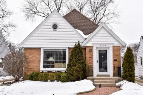 Local Wauwatosa Wi Real Estate Listings And Homes For Sale Bhgre