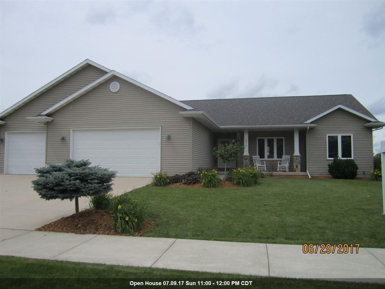 1379 hunter ave fond du lac wi mls 50167203 century for Home builders fond du lac wi