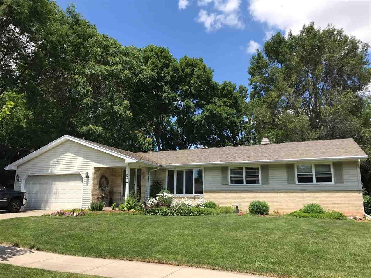 924 e sunset ave appleton wi mls 50167520 coldwell for Home builders appleton wi