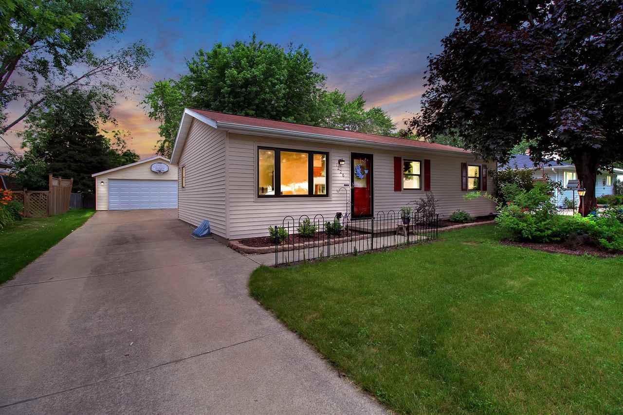 1226 e layton ave appleton wi mls 50167758 coldwell for Home builders appleton wi