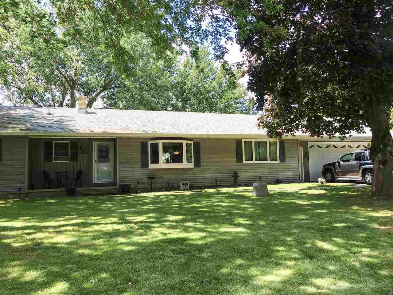 2235 n olde casaloma dr appleton wi mls 50169606 for Home builders appleton wi