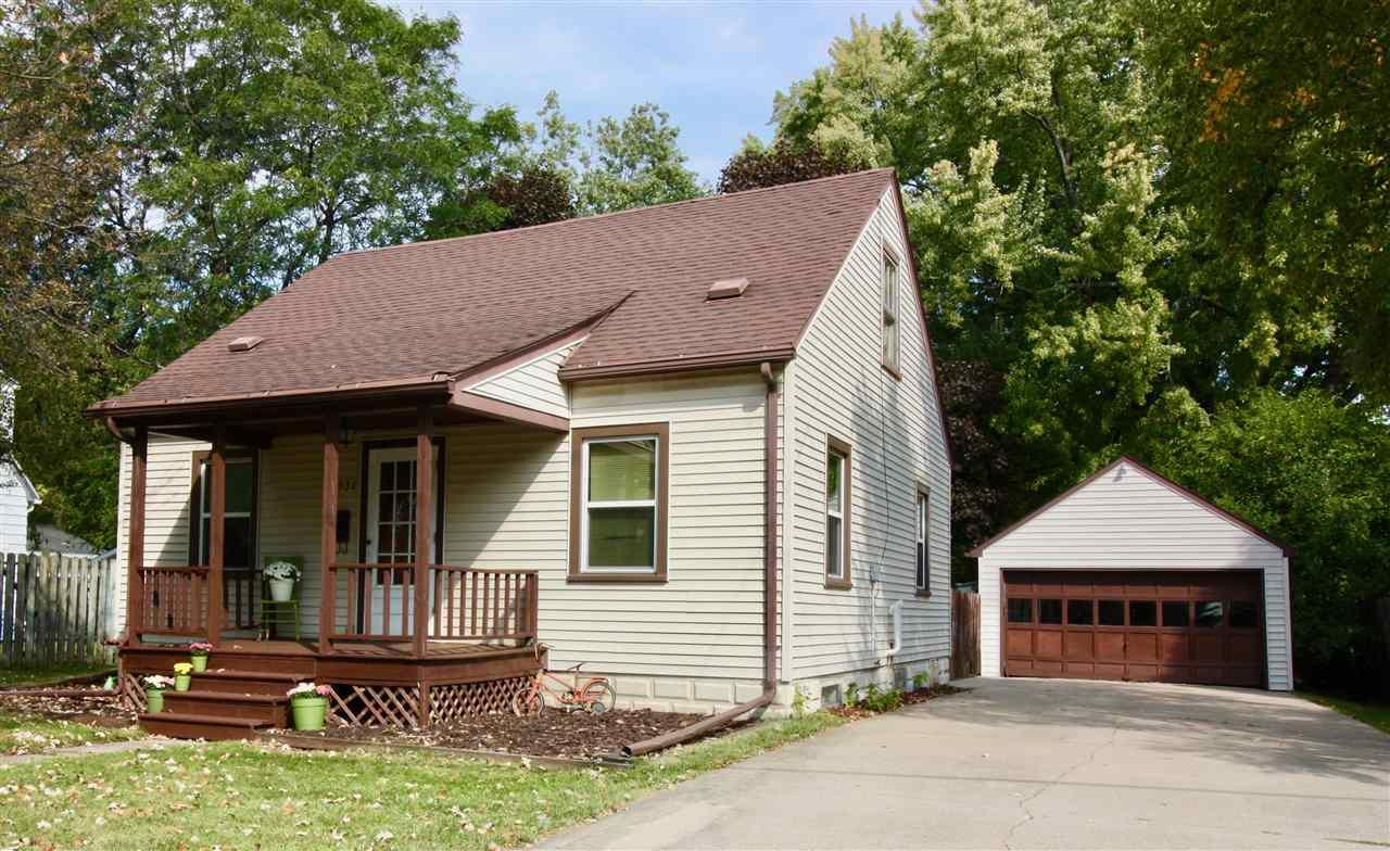 1930 e newberry st appleton wi mls 50171734 century for Home builders appleton wi